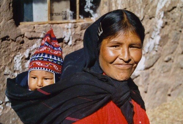 femme et enfant à Taquile