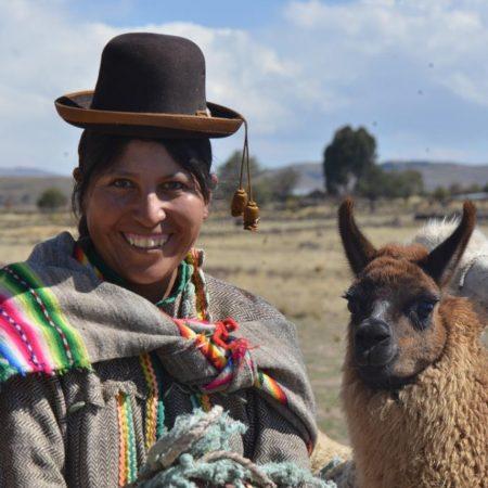 portrait de femme sur l'altiplano péruvien,