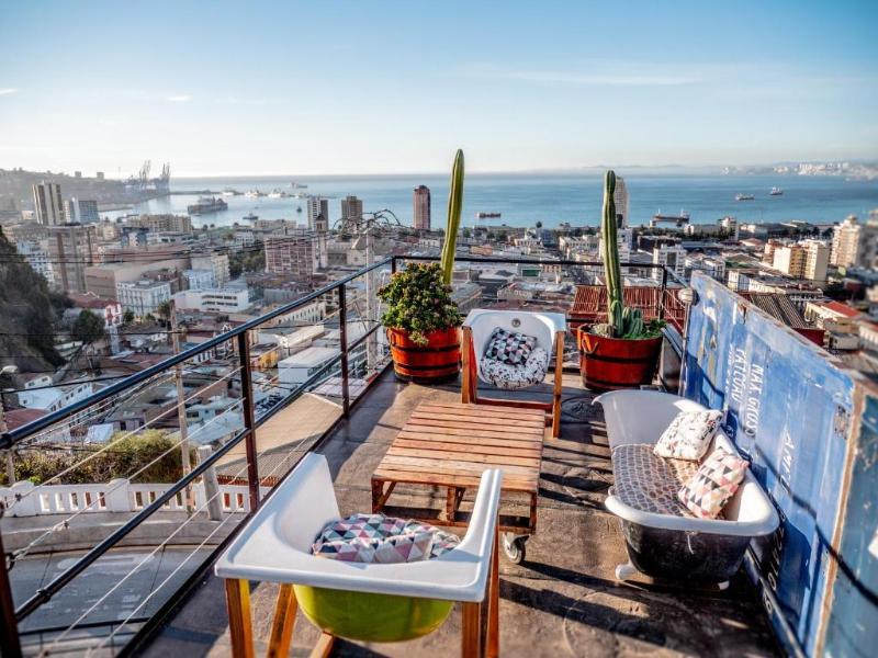 terrasse avec vue sur la baiee