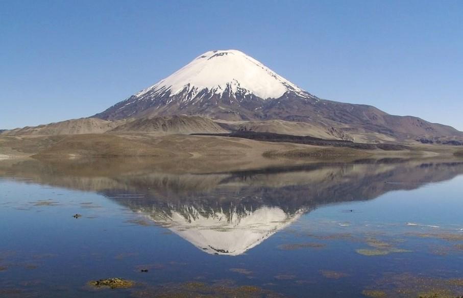 Parc-national-Lauca-volcan-Parinacota